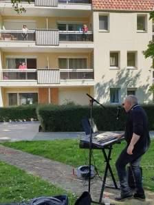 Musique au Balcon à la Résidence seniors Charles de Foucauld