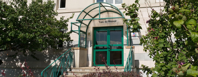 Façade de la résidence Y.du Manoir pour jeunes actifs à POissy (78300)