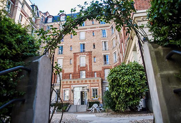 Façade intérieure de la Résidence J. Lejeune, Paris (75015)