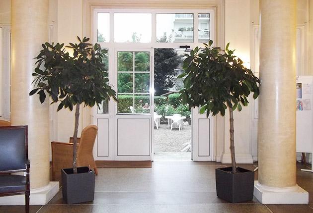 Hall d'entrée avec vue sur le jardin de la résidence étudiante J.Lejeune, Paris (75015)