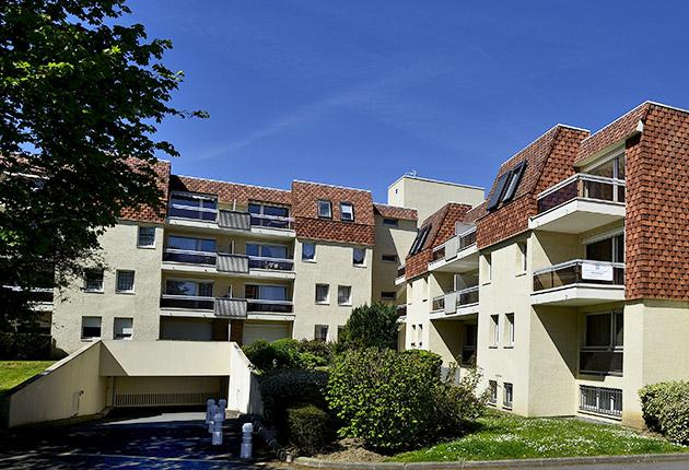 Entrée du parking couvert de la maison de retraite C.Foucauld à Saint-Brice-Sous-Forêt (95350)
