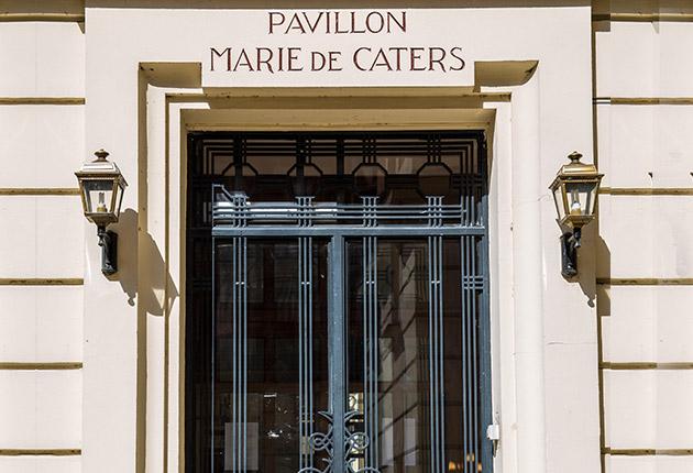 Entrée principale du Pavillon M.Caters au coeur de Paris 75015