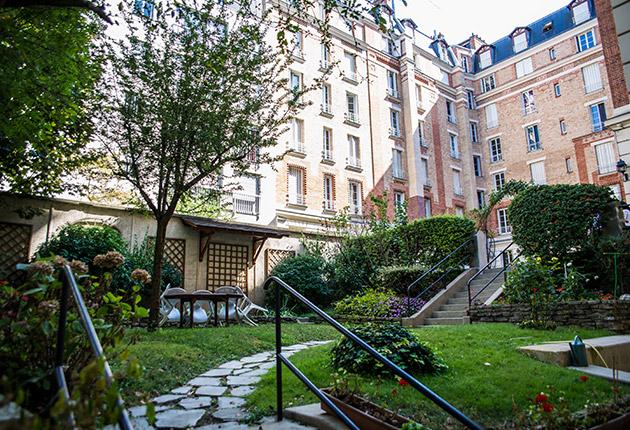 Jardin et façade intérieure de la résidence J.Lejeune pour étudiant, Paris 75015