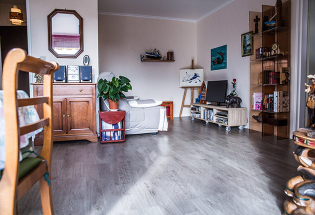 Salon d'un appartement privatif pour senior de la maison de retraite C.Foucauld à Saint-Brice-Sous-Forêt (95350)