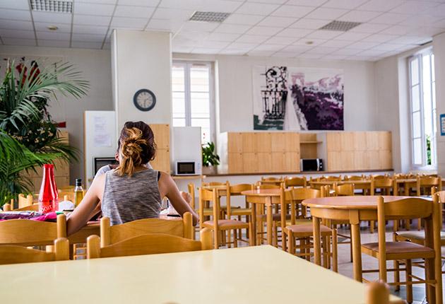 Salle à manger pour les étudiantes de la Résidence J. Lejeune, Paris (75015)