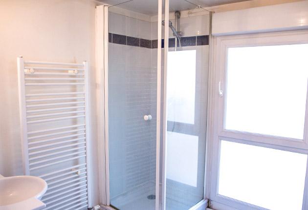 Vue sur la salle de bain de la Résidence Boulogne de l'Agefo (92100)
