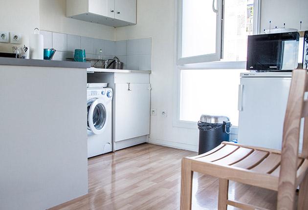 Vue sur l'espace cuisine du studio de la Résidence Boulogne de l'Agefo (92100)