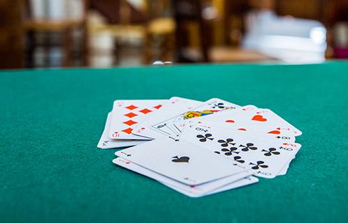 Jeu de cartes utilisé dans une activité de la maison de retraite H.Berlioz à Saint-Germain-En-Laye (78100)
