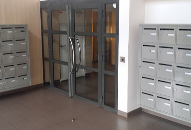 hall d'entrée de la Résidence G. Monchaux pour des locations de studios à Achères (78260)