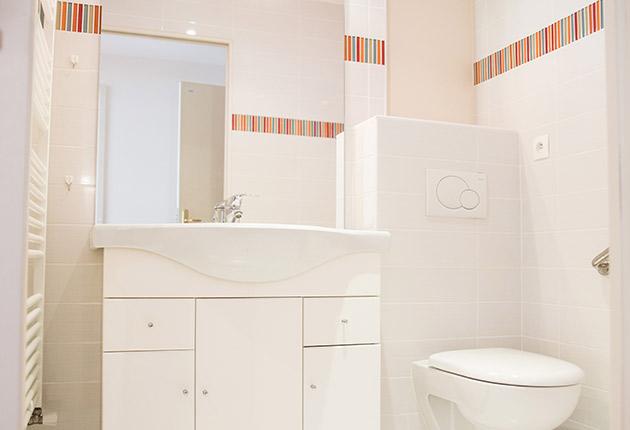 Coin salle de bain d'un appartement privatif pour senior dans la Résidence R. Debenedetti à Sartrouville (78500)