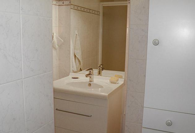 Salle de bain d'un appartement de la maison de retraite H.Berlioz à Saint-Germain-En-Laye (78100)