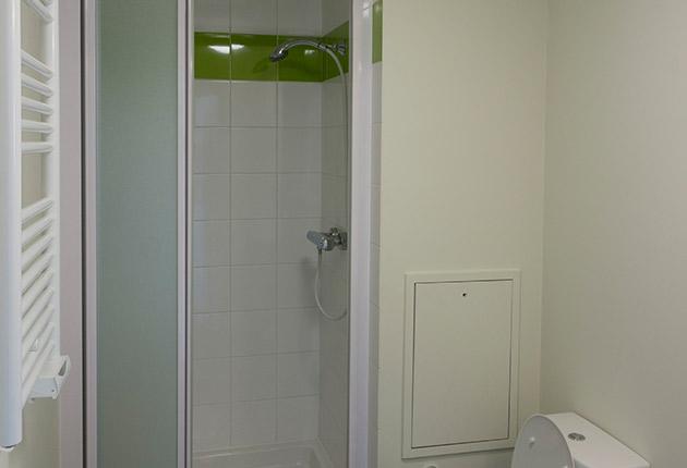 Salle de bain d'un studio de la résidence G.Garreau à Viroflay (78220)